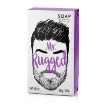 """""""A masculine fragranced Soap bar for your dirty man.""""<br/> <br/>Upea saippua, joka on valmistettu erityisesti sekä parran ja sen alla olevan ihon hoitamiseksi, että ihon kuivumisen estämiseksi. Sisältää muun muassa sheavoita, joka tunnetaan kosteuttavista ominaisuuksistaan. Jättää parran ja ihon pehmeäksi ja tuoksuu maskuliinisen raikkaasta salviasta ja nahasta. Kova pakkaus, josta voit """"tuntea"""" parran. 200 g.  Raikas ja moderni setrin ja sitruunaruohon tuoksu. <br/>"""