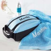 Käytännöllinen Premium Milano toilettilaukku ja siihen sopiva Pure exclusive käsipyyhe 50x100 cm.