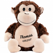 Erittäin söpö Cubbies Apina-nallekarhu  Tosi kiva lahja esim. lapsenlapsille, erityisesti nimikoinnilla ja lapsen syntymäpäivä, kastepäivä tai jokin muu henkilökohtainen päivä brodeerattuna nallen vatsaan.   Ja koska nalle istuu, nimi ja päiväys ovat aina hienosti näkyvissä.